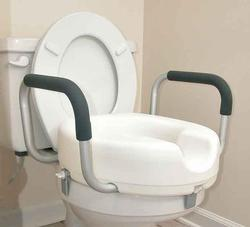 RAISED TOILET SEAT W/ARMS LOCK-ON 1566